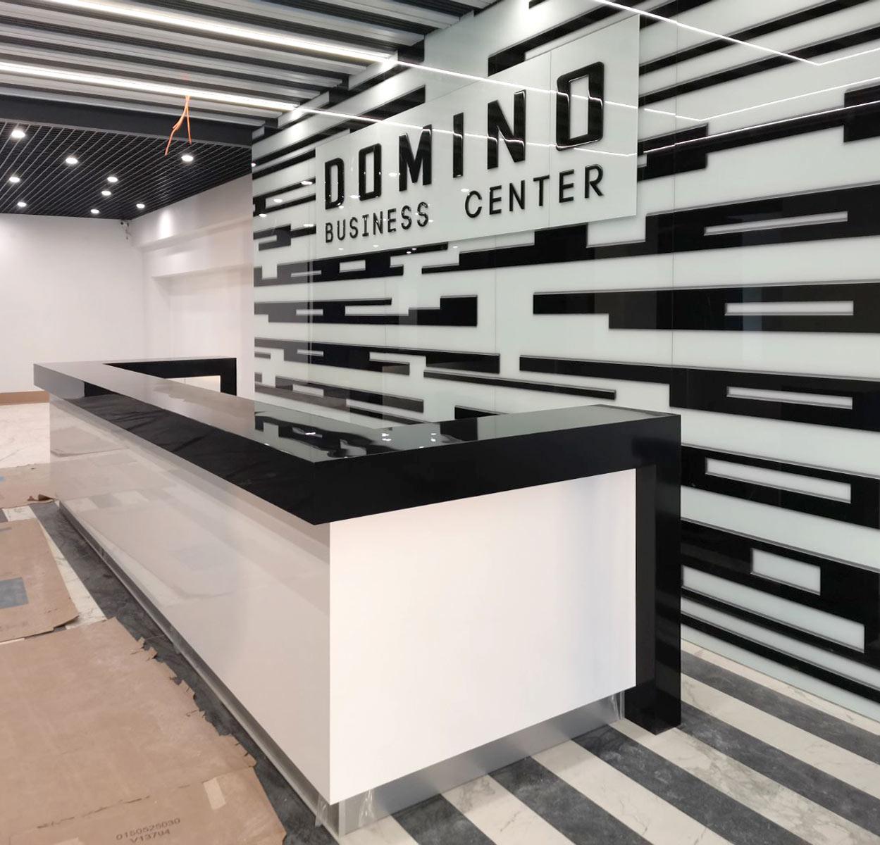 Виготовлення та монтаж ресепшн для бізнес центру «Domino»