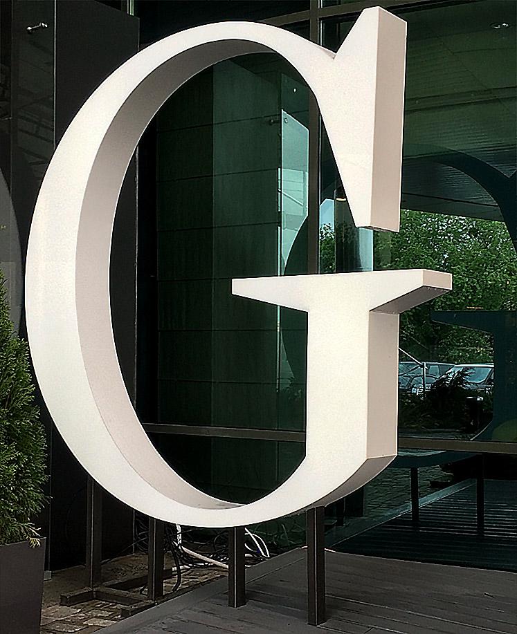 Виготовлення та монтаж об'ємної букви із внутрішньою підсвіткою для ресторану «Guramma»