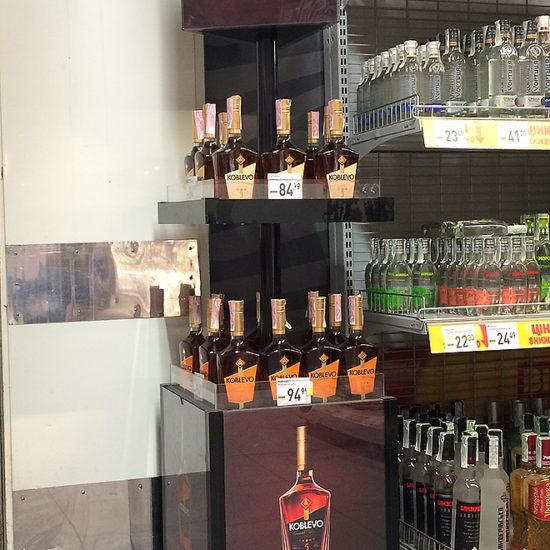 Торгові стійки для алкогольної компанії «Баядера»