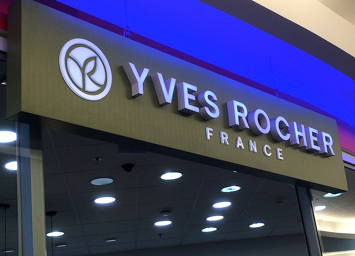 Виготовлення та монтаж вивіски для магазину косметики «Yves Rocher»